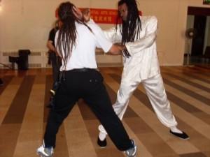 Shifu_Brian_Desir_demos_lap_sau_back_fist